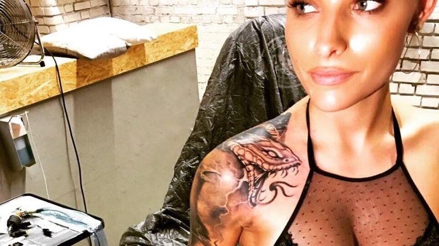 Schlangen-Biss: Sophia Thomalla präsentiert ihr neues Tattoo
