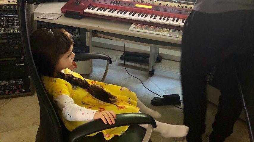 Sophia und Lucas Cordalis in einem Musikstudio