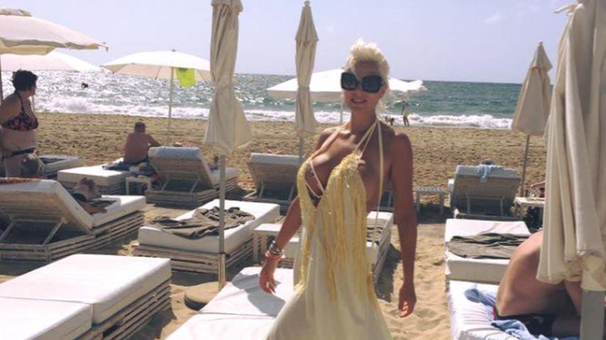 Sophia Wollersheim am Strand von Ibiza