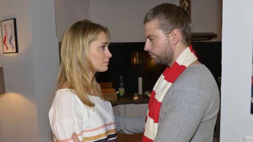 Sophie (Lea Marlen Woitack) und John (Felix von Jascheroff)