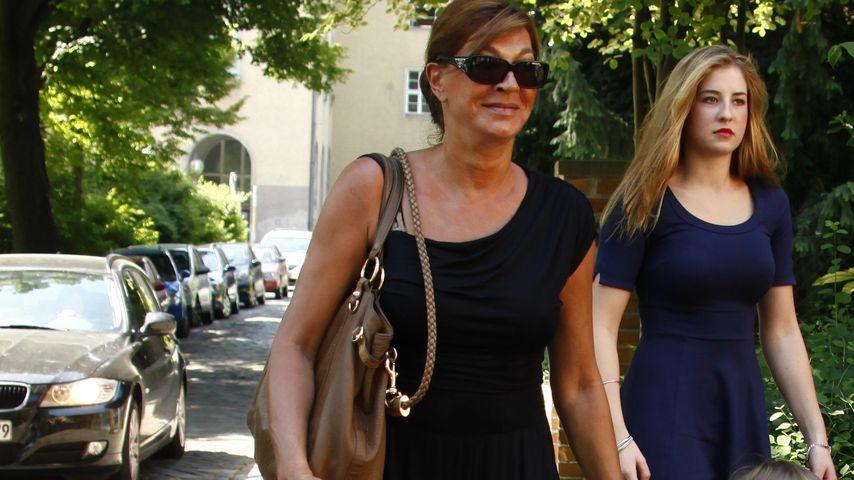 Soraya Lewe-Tacke mit ihren Zwillingen  im Jahr 2012