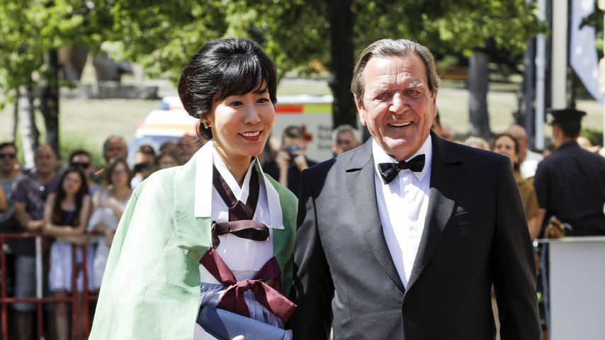 """Altkanzler Schröders Frau über Insta: """"Humor ist wichtig"""""""