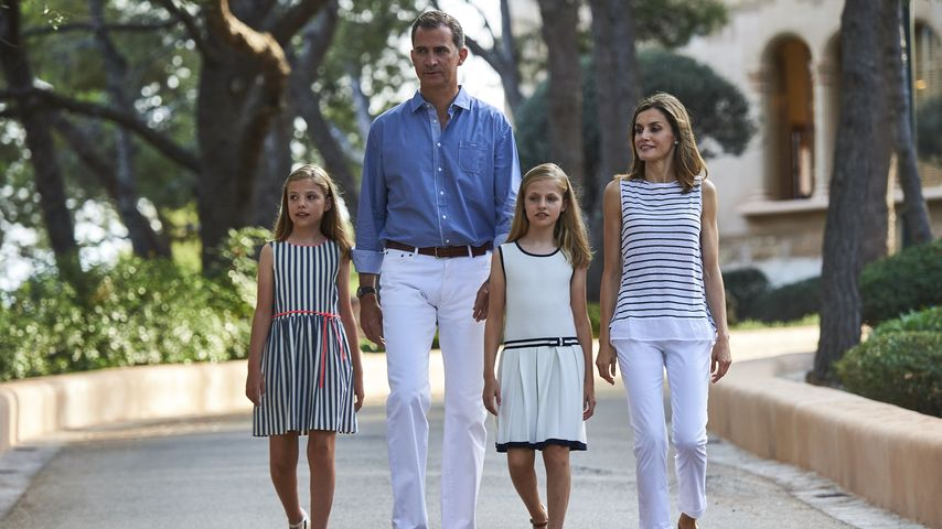 König Felipe mit Töchtern Sofía und Leonor sowie Ehefrau Königin Letizia auf Mallorca