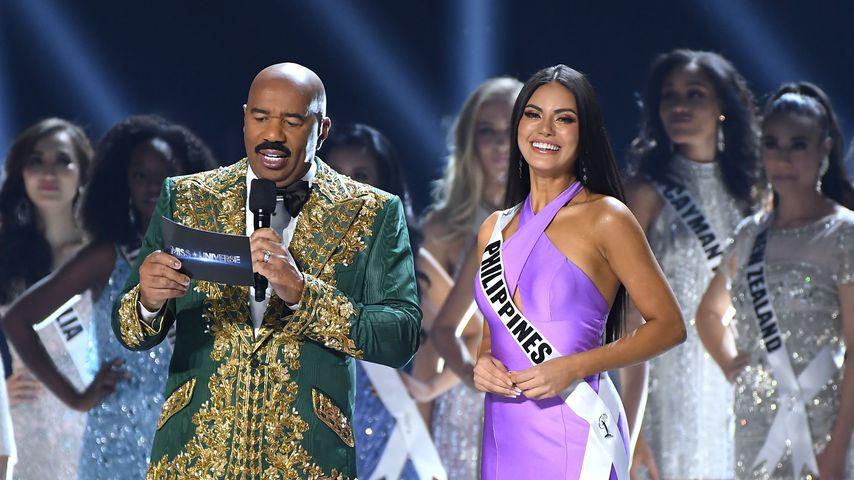 Steve Harvey und Miss Philippines Gazini Ganados bei der Miss-Universe-Wahl 2019
