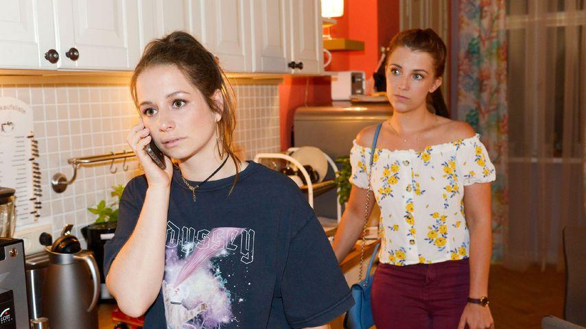 Tanja (Senta Sofia Delliponti) und Lilly (Iris Mareike Steen) bei GZSZ