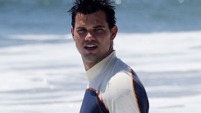 Taylor Lautner am Strand von Malibu