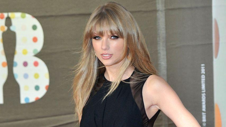 Taylor Swift betört mit transparenten Schlitzen