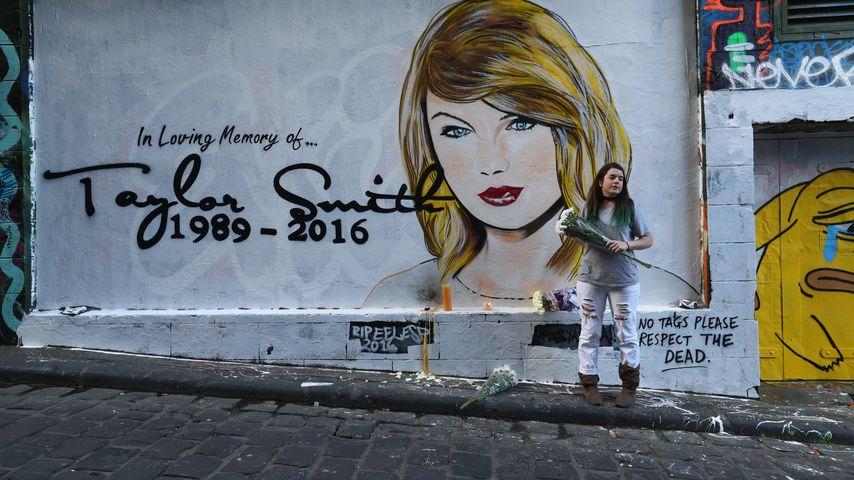 """Von Kim getötet?! Graffiti-Artist """"beerdigt"""" Taylor Swift"""