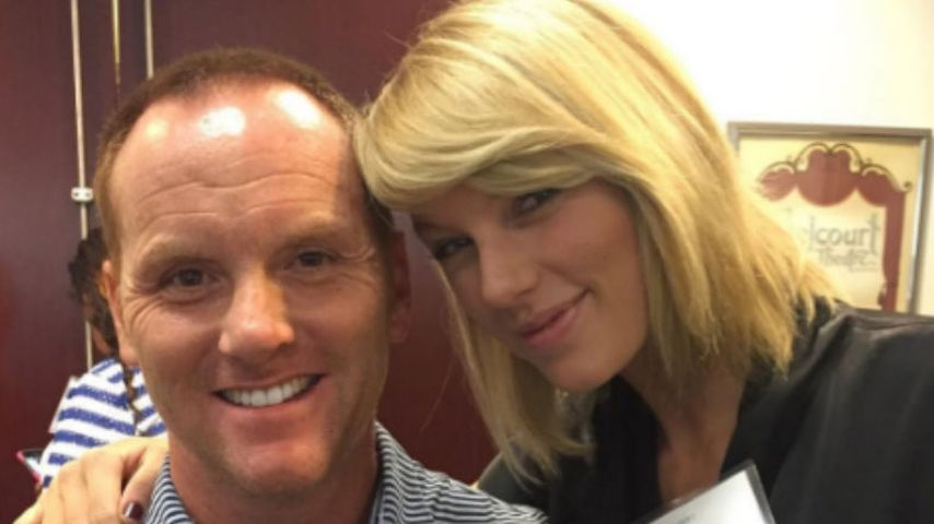 Taylor Swift (r.)