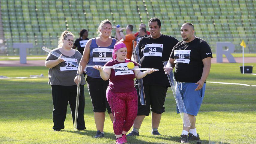 """""""The Biggest Loser""""-Kandidaten (v.l.) Angela, Nikki, Jessica, Kevin und Giovanni in der Auftaktshow"""