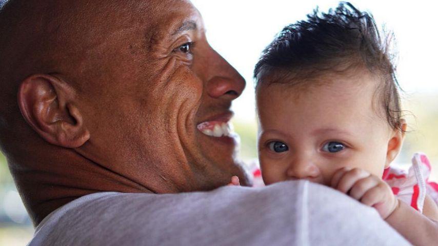 4 Monate alt: The Rocks Baby verzückt mit großen Kulleraugen