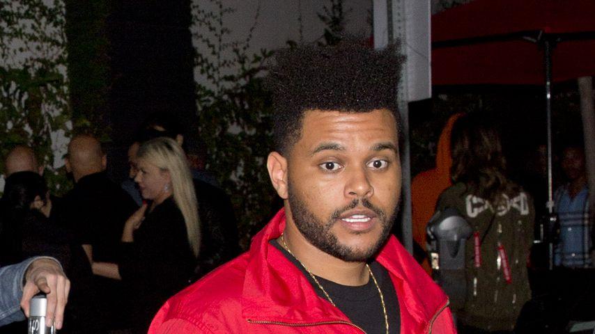 """The Weeknd beim Verlassen des Nachtclubs """"The Avenue"""""""