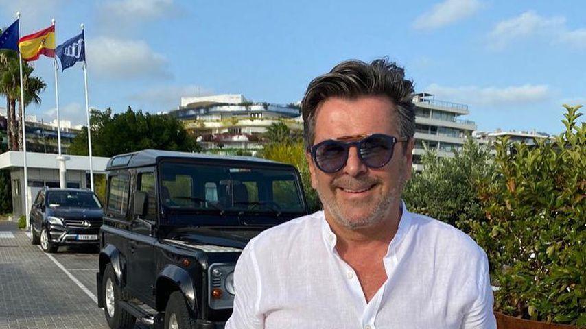 Thomas Anders vor seinem Geländewagen
