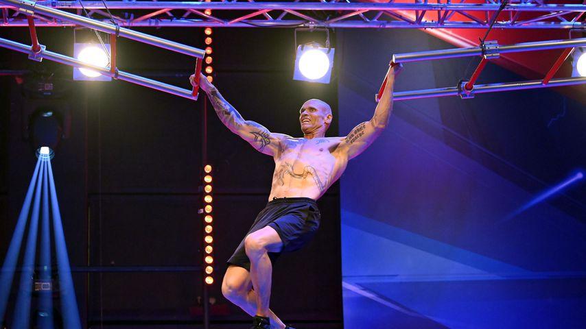 """Thorsten Legat präsentiert Hammer-Body bei """"Ninja Warrior"""""""