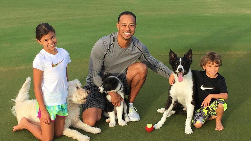Tiger Woods mit seinen Kindern Sam und Charlie im Jahr 2015