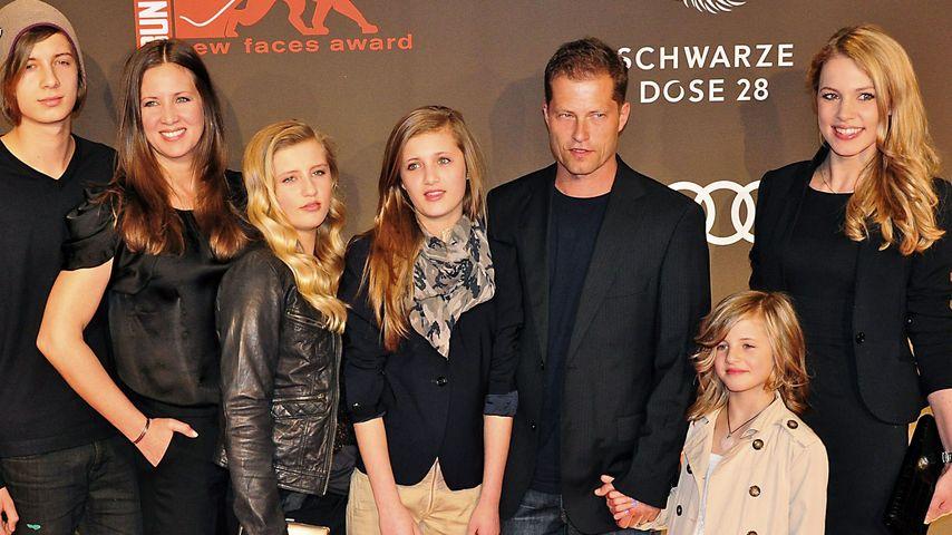 Til und Dana Schweiger mit ihren vier Kinders und Tils Ex-Freundin Svenja Holtmann