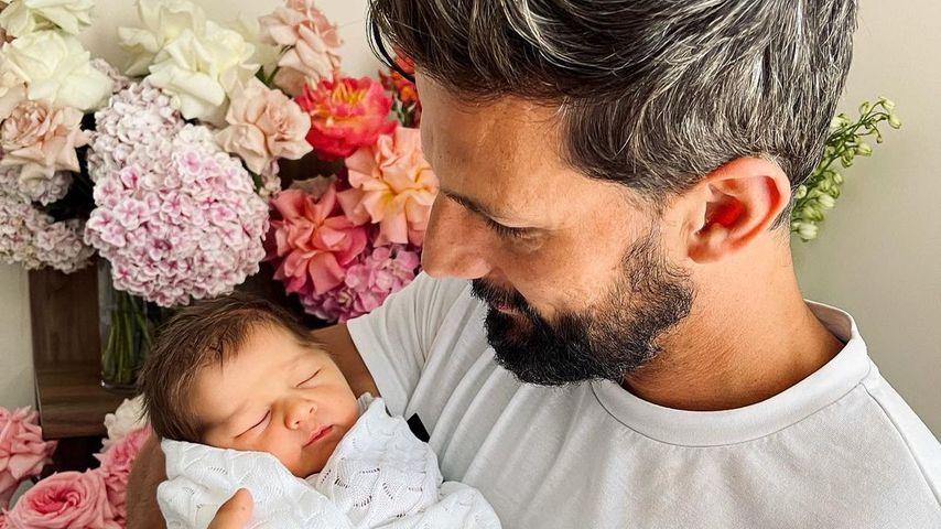 Tim Robards mit seinem Baby Elle, November 2020