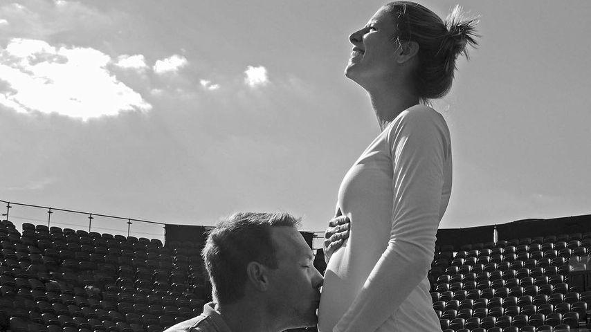 Mit Babybauch in Wimbledon: Tennis-Beauty spielt schwanger!