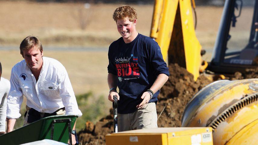 Tom Archer-Burton und Prinz Harry 2008 in Lesotho