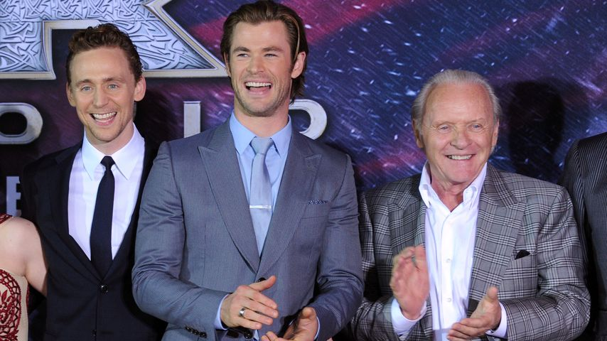 "Tom Hiddleston, Chris Hemsworth und Anthony Hopkins auf der Premiere zu ""Thor: The Dark  Kingdom"""