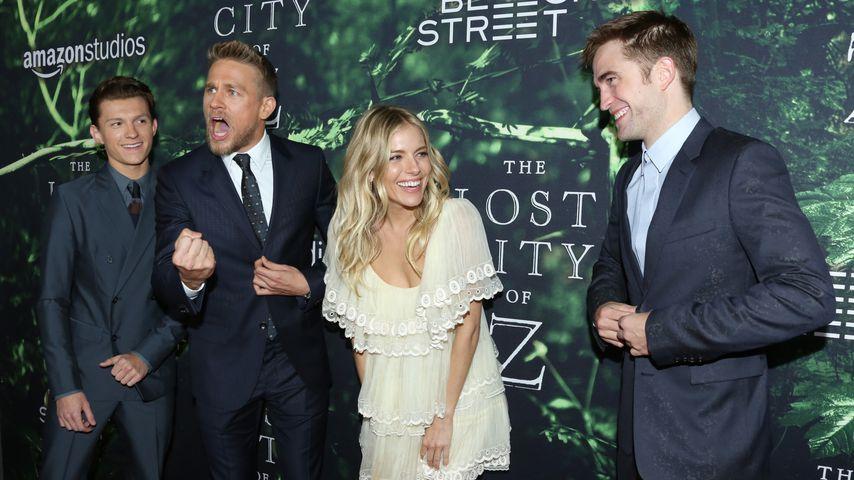 Tom Holland, Charlie Hunnam, Sienna Miller & Robert Pattinson auf einer Filmpremiere