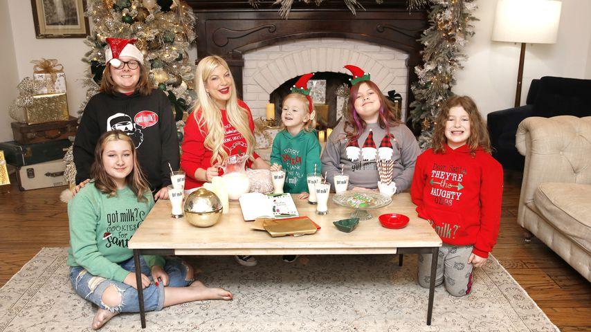Tori Spelling mit ihren Kindern im Dezember 2020