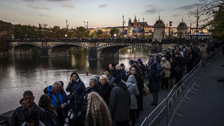 Fans von Karel Gott bei seiner Trauerfeier in Prag im Oktober 2019