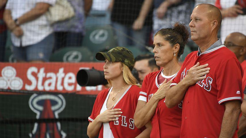 Tyler Skaggs Ehefrau Carli, seine Mutter Debbie Hetman und Stiefvater Danny Hetman