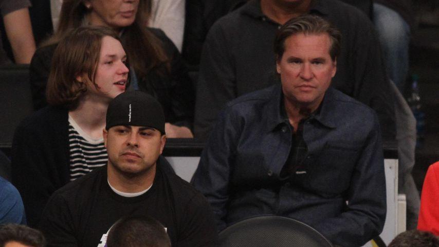 Val Kilmer mit seinem Sohn im Jahr 2014 bei einem Basketball-Spiel in Los Angeles