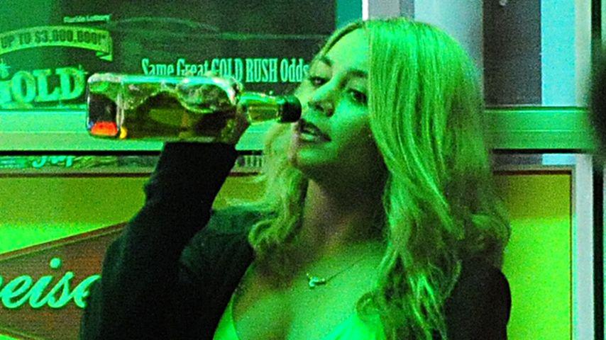 Vanessa Hudgens als Bikini-Luder auf Party-Tour!