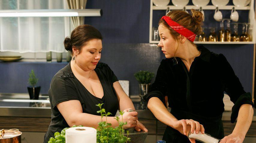 """Vanessa (Julia Augustin) und Ina (Franziska van der Heide) bei """"Alles was zählt"""""""