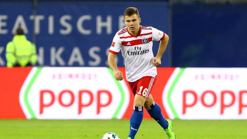 0,6 Promille & ohne Lappen: HSV-Spieler baut Autobahnunfall!