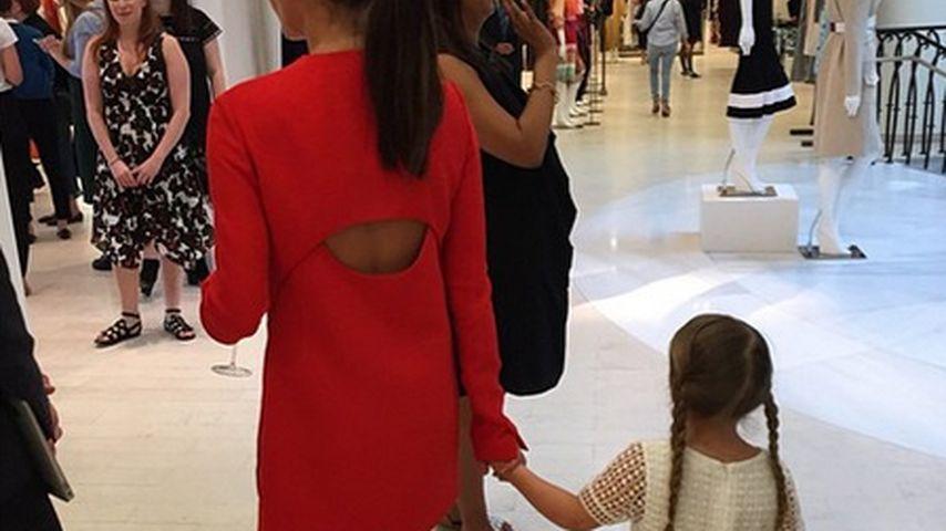Süßes Fashion-Duo: Victoria Beckham mit Harper unterwegs