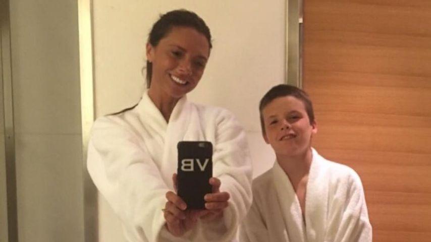 Hier ist der Fotobeweis: Victoria Beckham kann auch lächeln