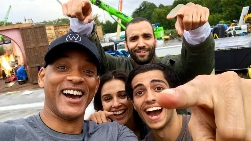 "Will Smith, Naomi Scott, Marwan Kenzari und Mena Massoud am Set von ""Aladdin"""