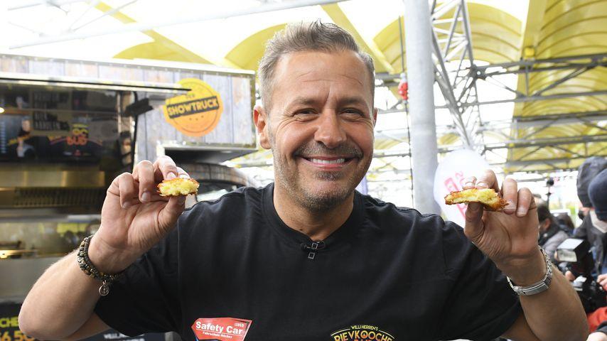 Willi Herren bei der Eröffnung seines Foodtrucks im April 2021 in Frechen
