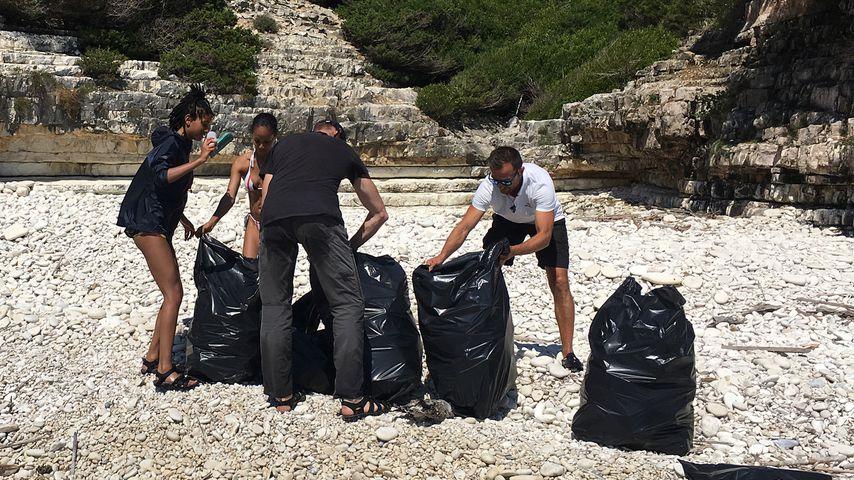 Müll sammeln statt Sonnen: Willow Smith packt im Urlaub an!