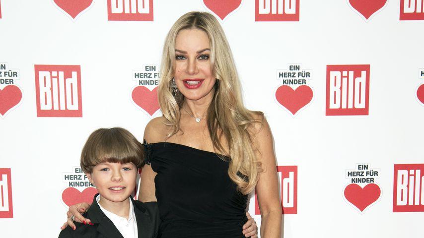 Xenia Seeberg mit ihrem Sohn Philias