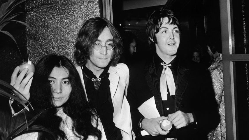 Yoko Ono, John Lennon und Paul McCartney