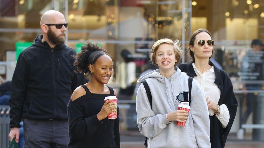 Zahara und Shiloh Jolie-Pitt mit ihrer Mutter Angelina in Los Angeles