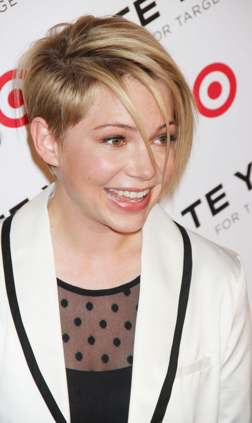 neuer look michelle williams mit coolem side cut. Black Bedroom Furniture Sets. Home Design Ideas