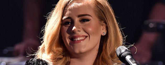 """Adele bei einem Auftritt in der RTL-Show """"2015! Menschen, Bilder, Emotionen"""""""