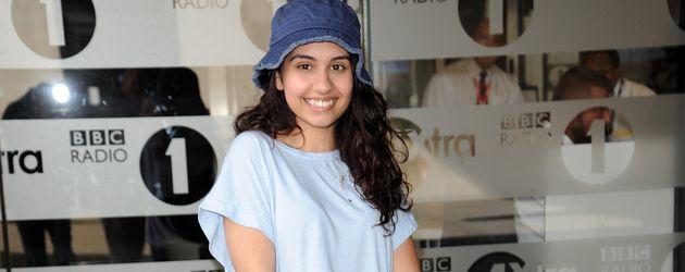 Alessia Cara vor dem BBC Radio 1 Studio