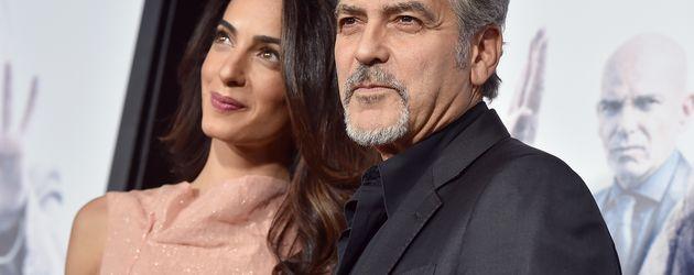 """Amal und George Clooney auf der Premiere von """"Die Wahlkämpferin"""" im TCL Chinese Theatre"""