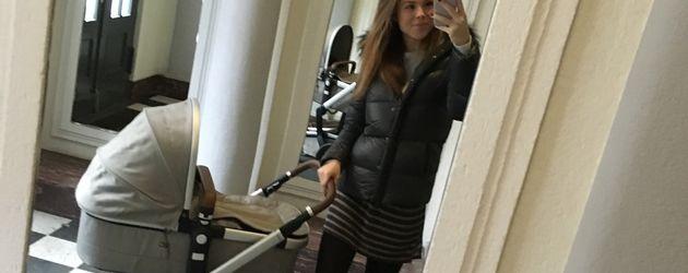Angelina Posth mit Töchterchen Penelope