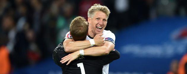 Bastian Schweinsteiger freut sich über sein Tor bei EM 2016