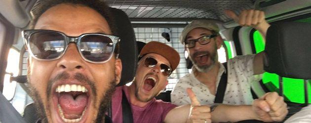 Denyo (vorne), DJ Mad (rechts) sowie Eizi Eiz (links)