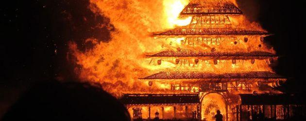 Brennender Tempel beim Burning Man