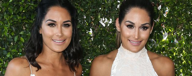 "Brie Bella und Nikki Bella bei den ""Teen Choice Awards 2016"""