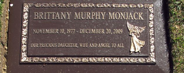 "Brittany Murphys Grabstein im ""Forest Lawn Memorial Park"" in Glendale, Los Angeles"